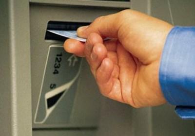 Việc ngân hàng thu phí giao dịch ATM có hợp lý?