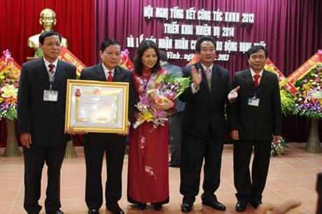 Kho bạc Nhà nước Nghệ An đón nhân Huân chương Lao động hạng Nhất