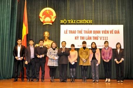 Bộ Tài chính cấp Thẻ thẩm định viên về giá năm 2013