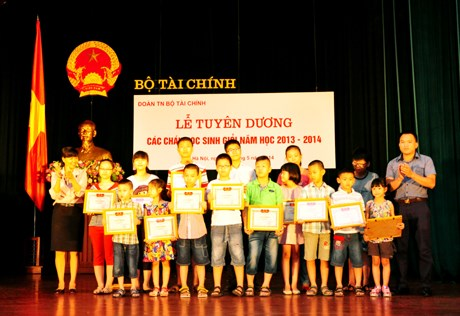Lễ tuyên dương học sinh giỏi năm học 2013-2014