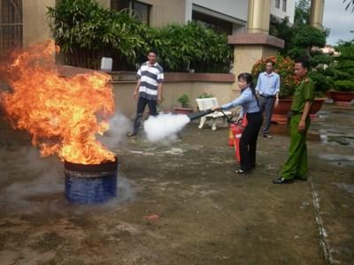 Tập huấn nghiệp vụ phòng cháy chữa cháy và diễn tập phương án tại Kho bạc Nhà nước huyện Cần Giờ