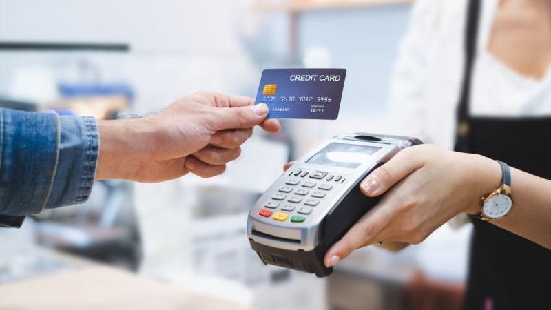 Ảnh hưởng của đại dịch COVID-19 đến thanh toán không dùng tiền mặt tại các ngân hàng thương mại