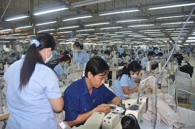 Sản xuất toàn cầu tiếp tục suy giảm