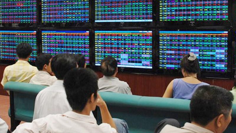 Ủy ban Chứng khoán Nhà nước xử phạt hàng loạt quỹ đầu tư và công ty chứng khoán