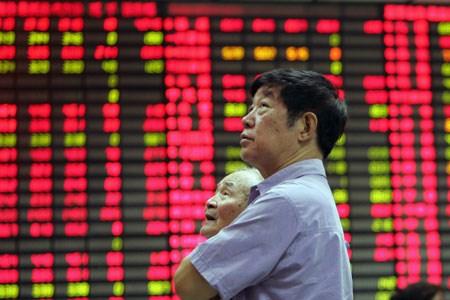 Nhà đầu tư tháo chạy khỏi thị trường cổ phiếu, tiền tệ Trung Quốc