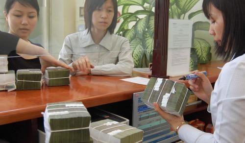 Ngân hàng tăng ưu đãi để đẩy mạnh tín dụng