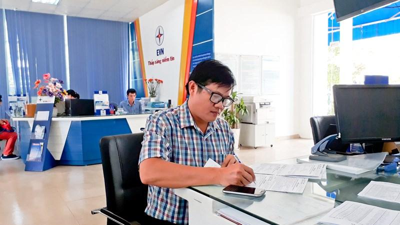 EVNNPC hướng tới không sử dụng tiền mặt trong thanh toán tiền điện
