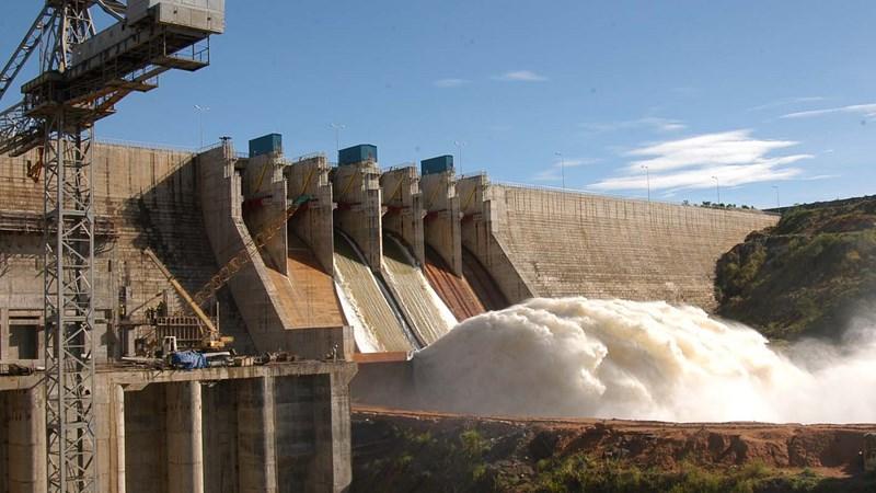 Sông Đà 10 đi lên từ công trình thủy điện