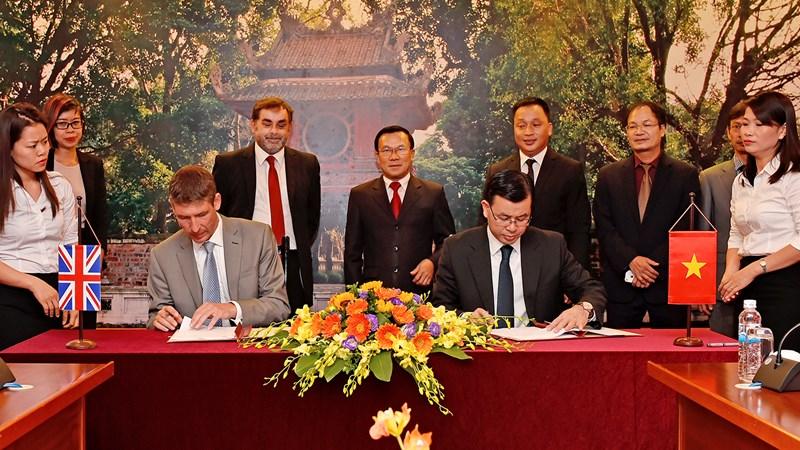 Lễ ký Hợp đồng tài trợ vốn giữa Bộ Tài chính và Đại sứ quán Vương quốc Anh
