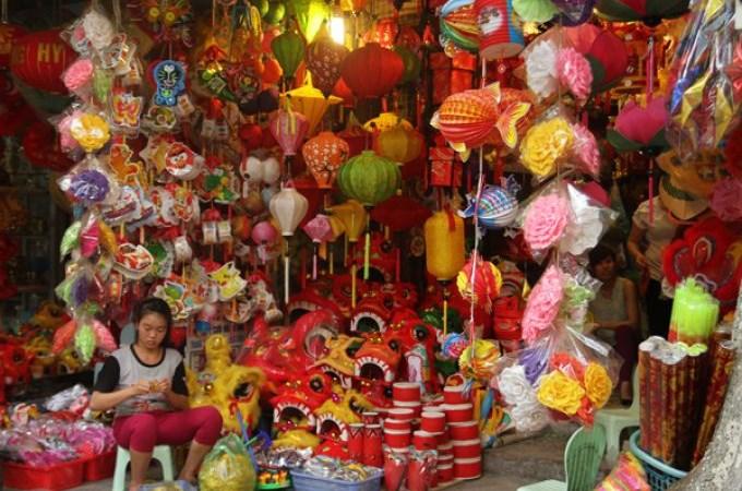 Rộn ràng thị trường đồ chơi Trung thu truyền thống