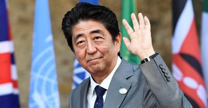 """Thủ tướng Nhật và """"canh bạc"""" tài chính liều lĩnh nhất thế giới"""