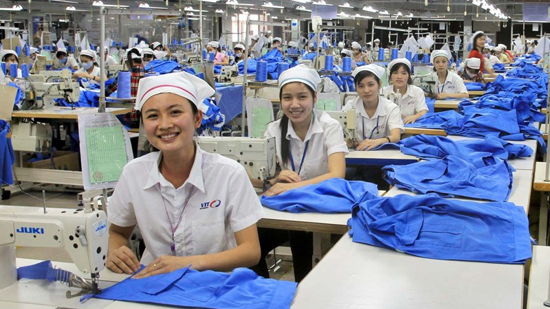 Nhìn thấu đáo về năng suất lao động và lương tối thiểu