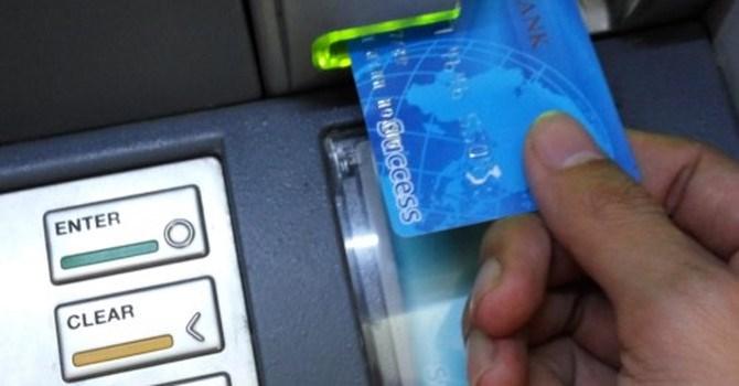 Để tránh bị hack thẻ trong khi rút tiền từ cây ATM