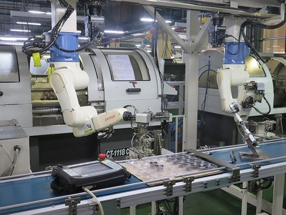 """Cách mạng 4.0 - """"cuộc chiến"""" việc làm giữa máy móc và con người?"""