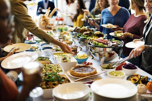 """Mô hình kinh doanh """"lời không tưởng"""": Khách ăn càng nhiều, nhà hàng càng lãi, nhờ áp dụng cả kinh tế học và tâm lý học"""