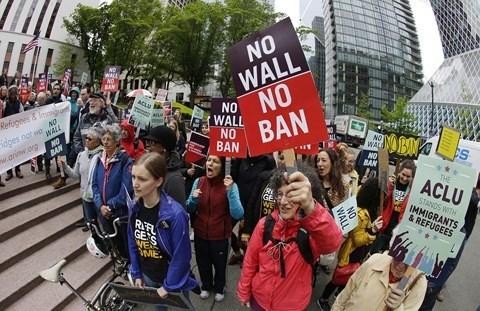 Tòa án Tối cao Mỹ phê duyệt đạo luật cấm nhập cảnh, phản ứng của Nhà Trắng ra sao?