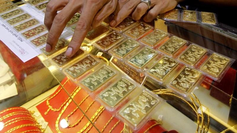Giá vàng trong nước không ngừng giảm giá
