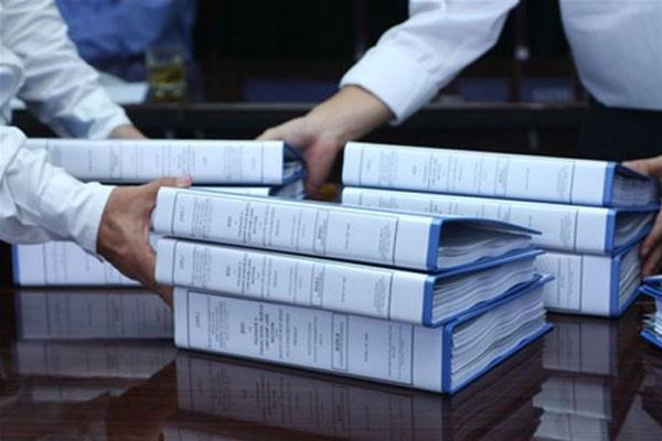 Có quy định về hình thức ký hợp đồng ủy thác trong đấu thầu?