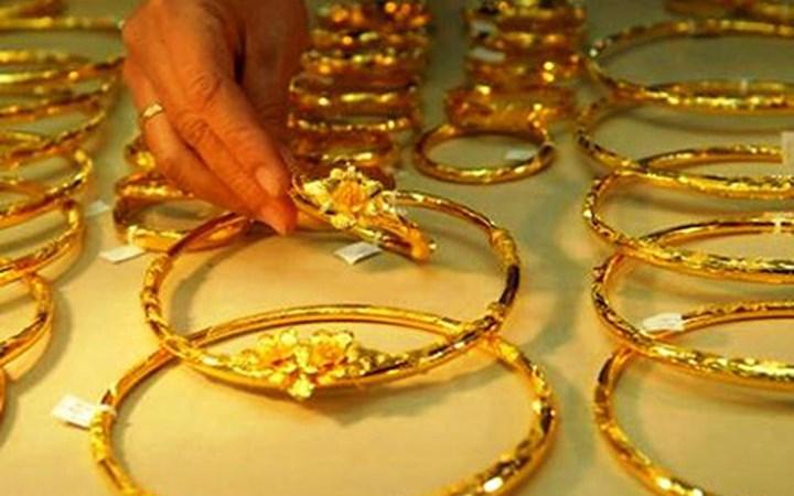 Đầu tuần, giá vàng trong nước lao dốc