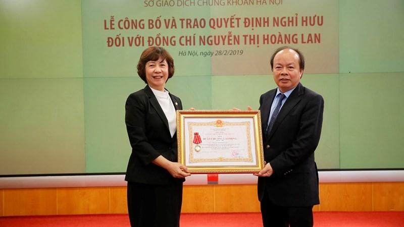 Nguyên Phó Tổng Giám đốc Phụ trách Ban điều hành HNX được nhận Huân chương lao động hạng Nhì