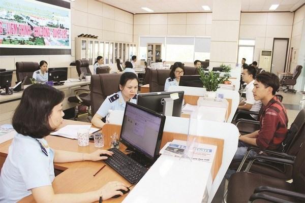 Đẩy mạnh ứng dụng công nghệ thông tin và cung cấp dịch vụ công trực tuyến