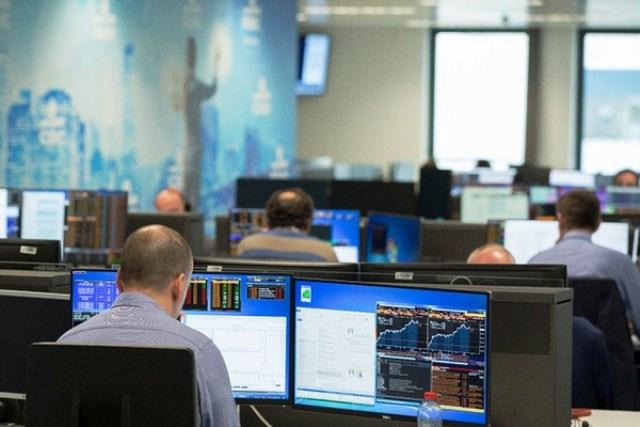 Nhà đầu tư ngoại sẽ bị đình chỉ sử dụng và hủy bỏ mã số giao dịch chứng khoán ra sao?