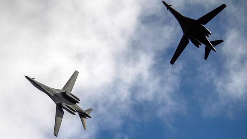 [Info] Máy bay ném bom chiến lược B-1B Lancer Mỹ áp sát biên giới Nga