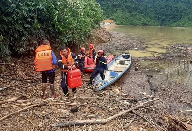 Tập trung cứu nạn, khắc phục hậu quả sạt lở đất, không để người dân thiếu đói, nước uống và chỗ ở
