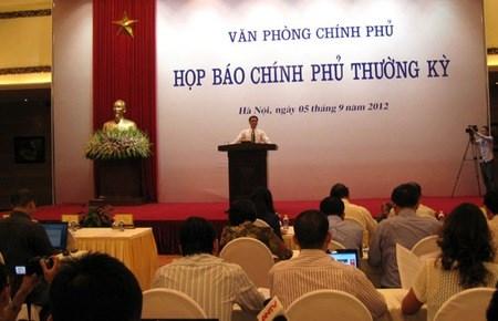 """Chính phủ: Thuế, phí của Việt Nam đã """"tham khảo kỹ"""""""