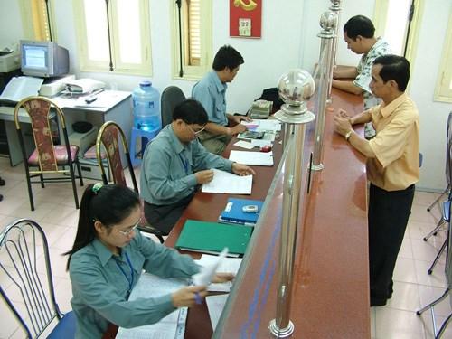 Bộ trưởng Vương Đình Huệ khen thưởng thành tích trong công tác thuế năm 2012