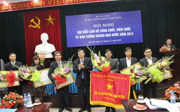 Hội nghị cán bộ công chức, viên chức Ủy ban Chứng khoán Nhà nước năm 2013
