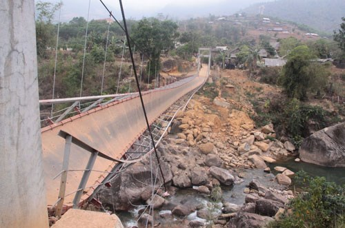 BIDV thăm hỏi động viên gia đình nạn nhân tử vong vụ tai nạn sập cầu tại Lai Châu