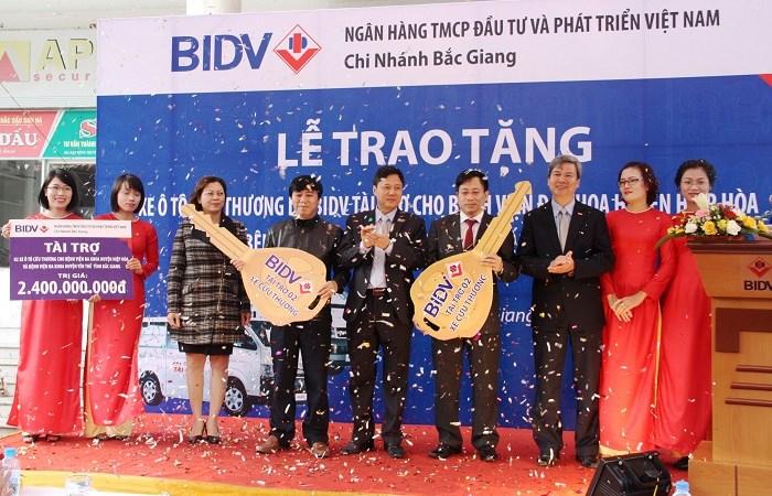 BIDV trao tặng xe cứu thương cho 2 bệnh viện đa khoa Yên Thế và Hiệp Hòa, Bắc Giang