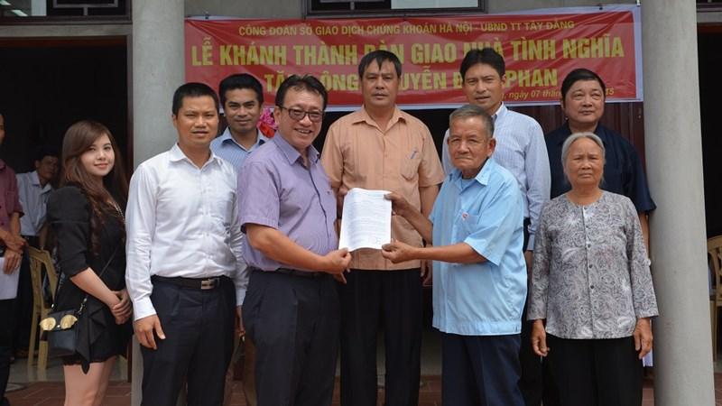 Bộ Tài chính và HNX tổ chức khánh thành và bàn giao nhà tình nghĩa