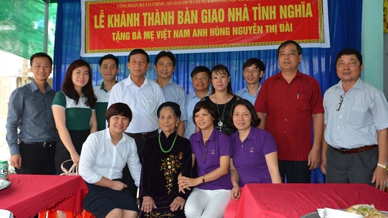 HNX tặng nhà tình nghĩa cho Bà mẹ Việt Nam anh hùng Nguyễn Thị Đài