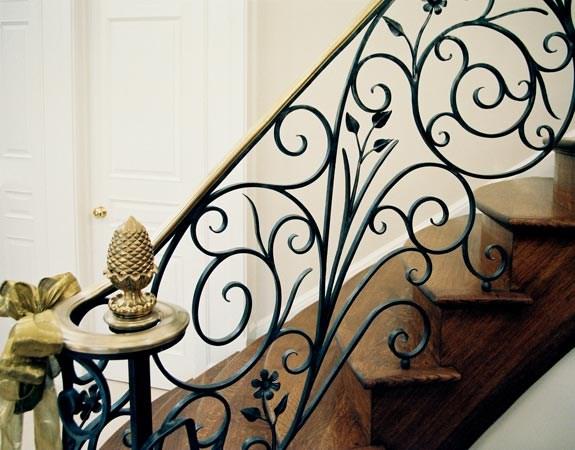 Chất liệu gì để làm tay vịn lan can cầu thang hiệu quả nhất?