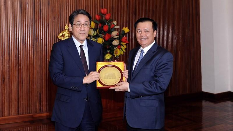 Bộ trưởng Bộ Tài chính Đinh Tiến Dũng tiếp Đại sứ Nhật Bản tại Việt Nam