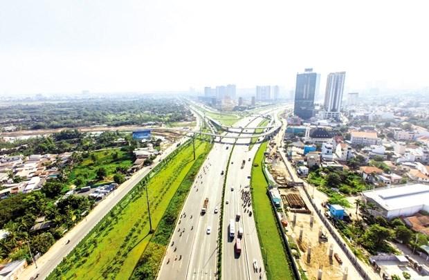 """Bất động sản TP. Hồ Chí Minh: Hạ tầng """"cõng"""" cao ốc"""