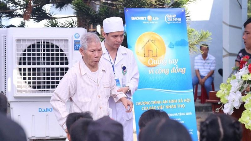 Khám bệnh miễn phí và tặng quà cho 3.000 người nghèo và gia đình chính sách