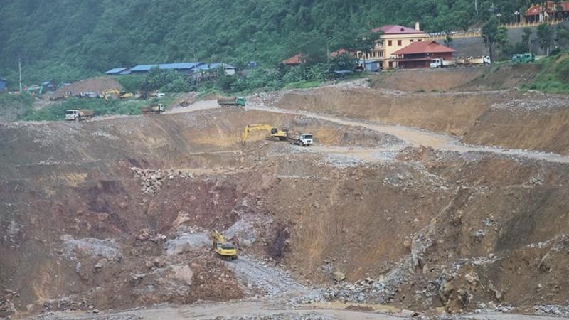 Kiểm tra việc doanh nghiệp khai thác vàng sa khoáng và xây dựng công trình trái phép trên rừng đặc dụng