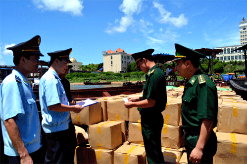 """Hải quan Quảng Ninh: """"Điểm sáng"""" về thu ngân sách 2012"""