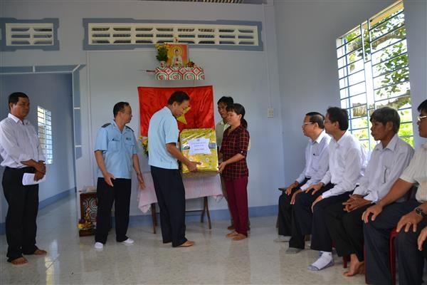 Hải quan Đồng Nai tặng nhà cho hộ nghèo