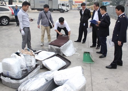 Điều tra, xử lý 3 lô hàng quốc cấm qua đường hàng không