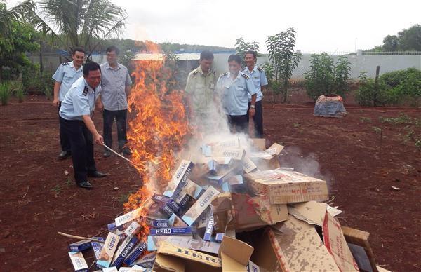 Hải quan Bình Phước: Tiêu hủy 9.230 bao thuốc lá lậu
