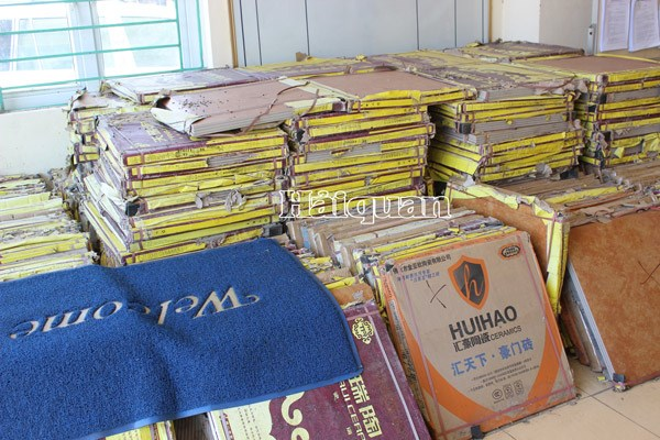 Quảng Ninh: Bắt giữ hơn 300 thùng gạch men Trung Quốc nhập lậu