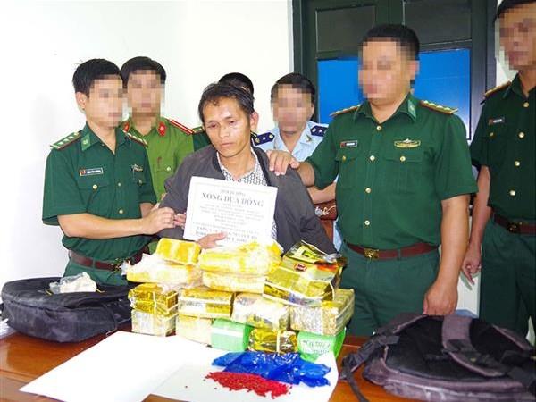 Hải quan Hà Tĩnh phối hợp bắt giữ 10 kg ma túy đá và 20.000 viên hồng phiến