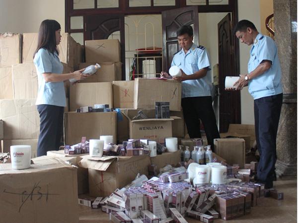 Bắt giữ hàng nghìn sản phẩm mỹ phẩm nhập lậu