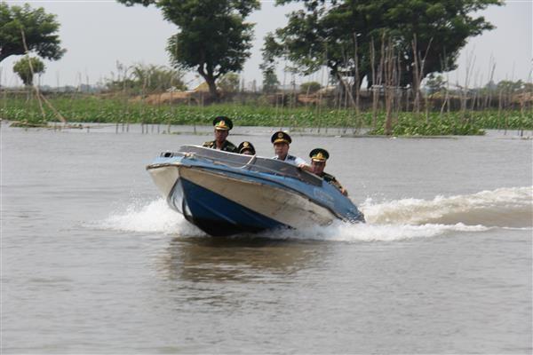 Xử lý nghiêm cán bộ hải quan có hành vi tiếp tay cho buôn lậu