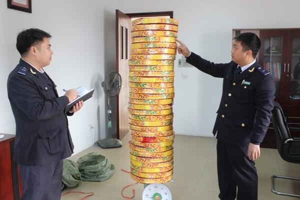 Hải quan Quảng Ninh thu gần 900 triệu đồng từ xử phạt vi phạm hành chính