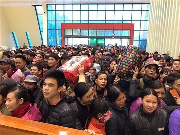 Hải quan Lạng Sơn: Hỗ trợ hành khách xuất cảnh ùn lại tại cửa khẩu